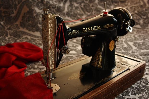 sewing-machine-1806096.jpg