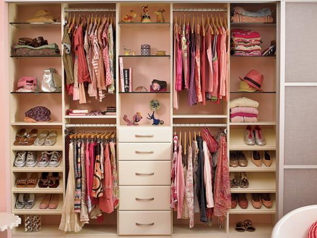 top-40-girls-room-closet-classic-ivory-aluminum-doors-satin-glass-inserts-gllry3-620x465.jpg
