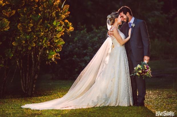 casamento-ao-ar-livre-noivos-no-jardim.jpg