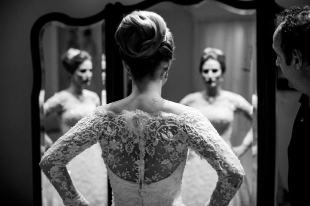 casamento-clássico-detalhes-do-vestido-Rogy-e-Frederico-Foto-Monjardim-Noleto