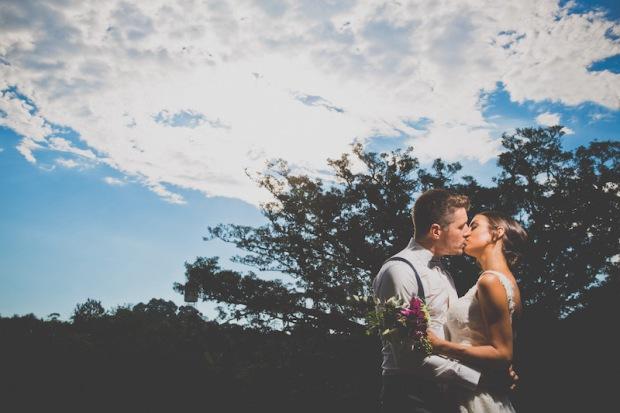 casamento-rustico-chique-fernanda-angelo-beijo