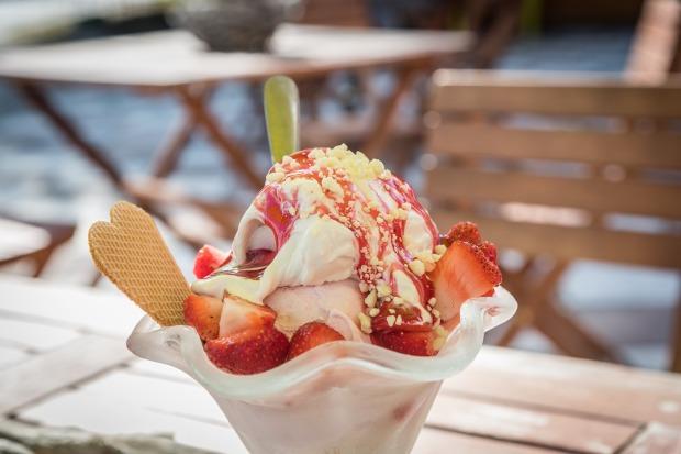 ice-cream-sundae-1858287_1920.jpg