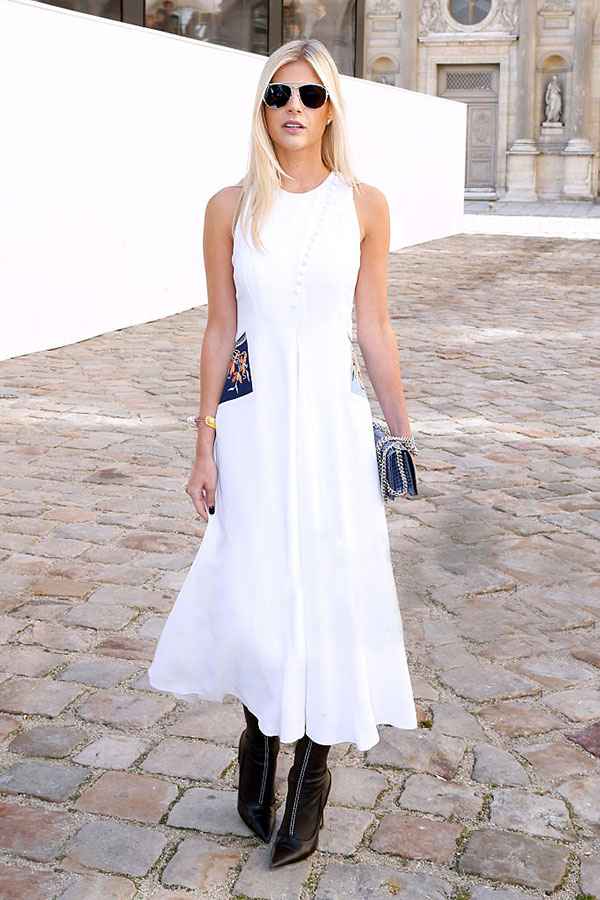 lala-rudge-vestido-branco-bota-bico-fino-preta-street-style-look-bolsa-azul.jpg