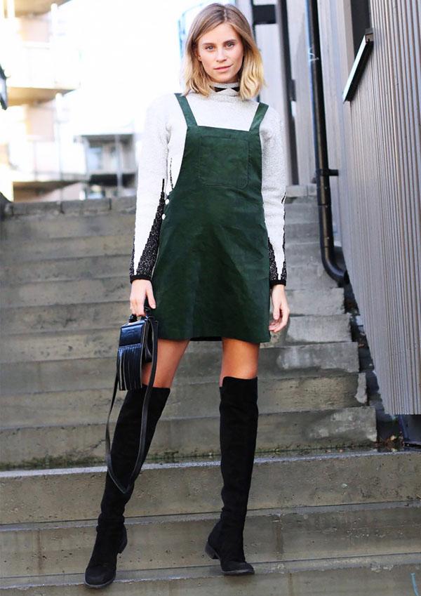 street-style-vestido-jardineira-verde-com-bota-over-the-knee